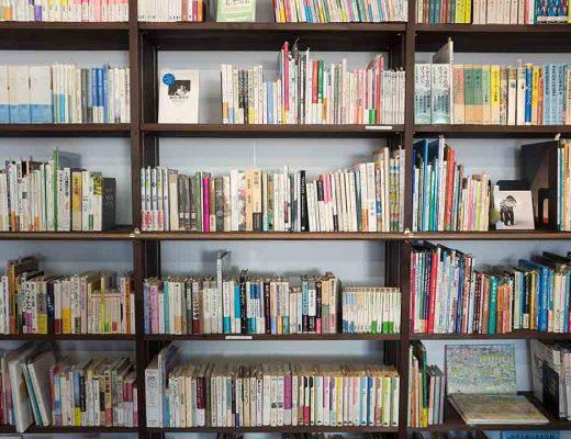 Bookshelf photo by kazuend (@kazuend) on Unsplash
