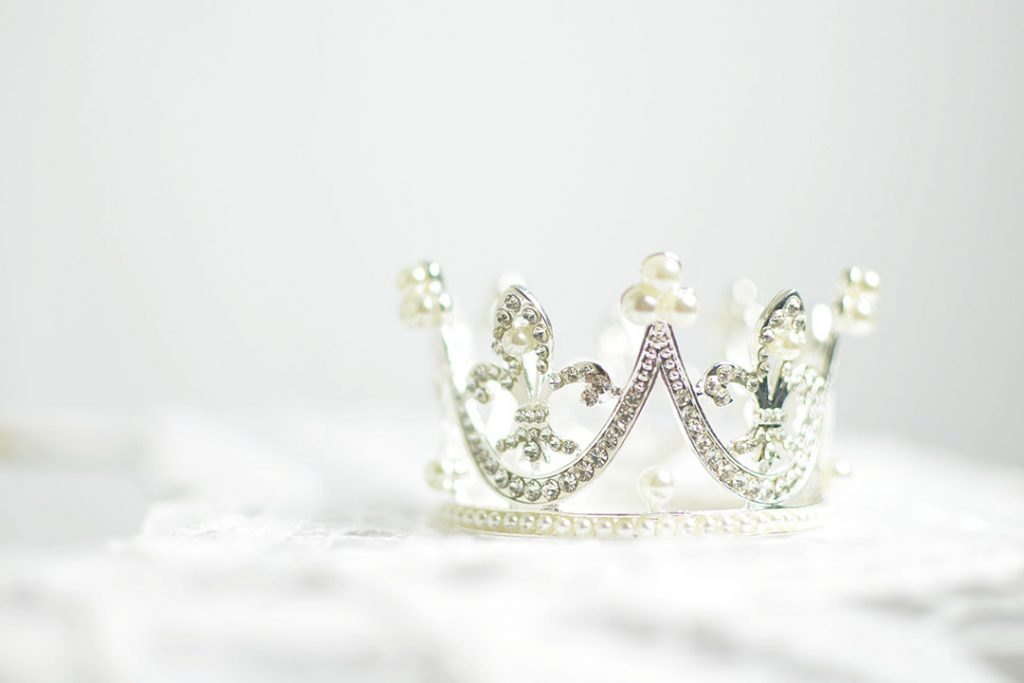 Crown, silver, white and diamond HD photo by Ashton Mullins (@ashtonmullins) on Unsplash