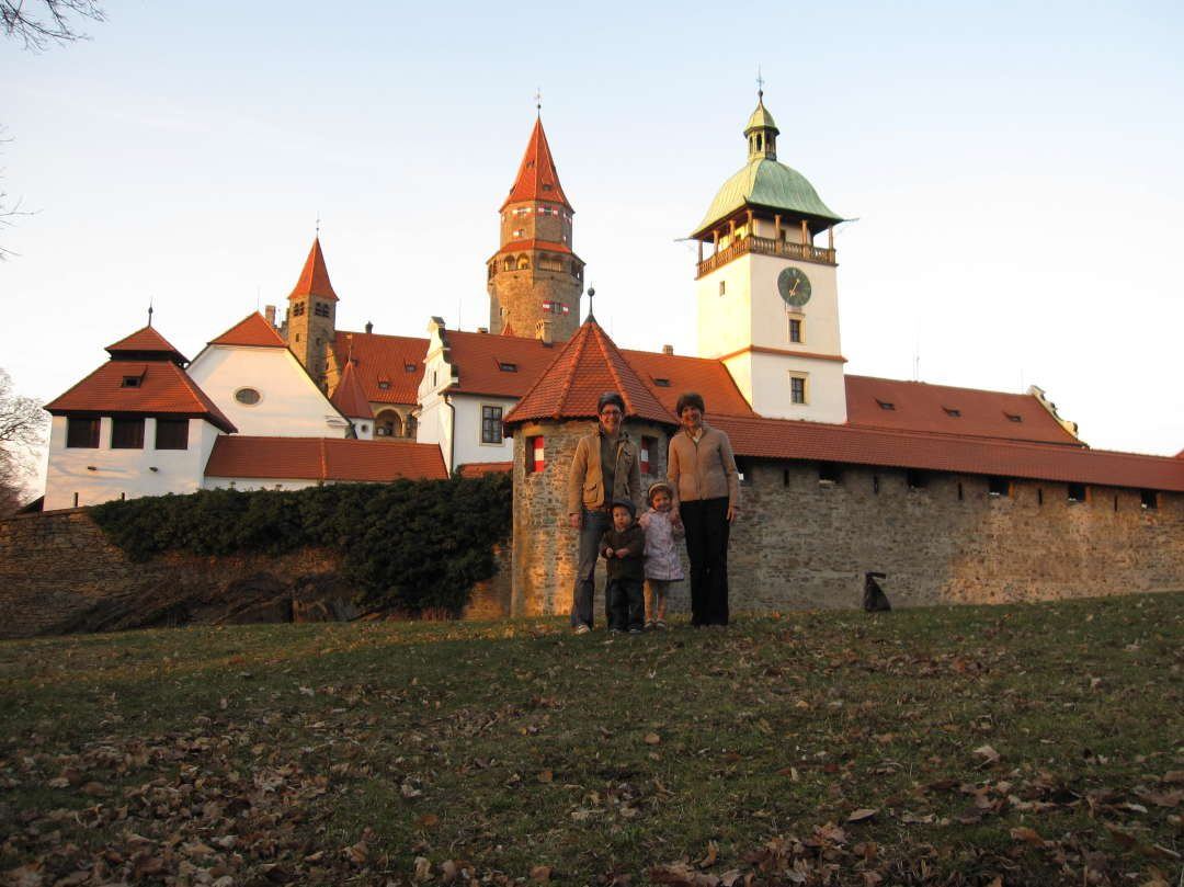 Emily, Oliver, Anna & Grana in front of Bouzov Castle